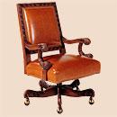 Вращающееся кресло руководителя.