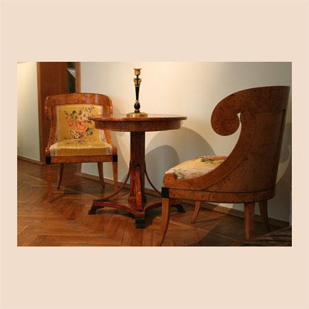 Стол круглый и кресло-корытце
